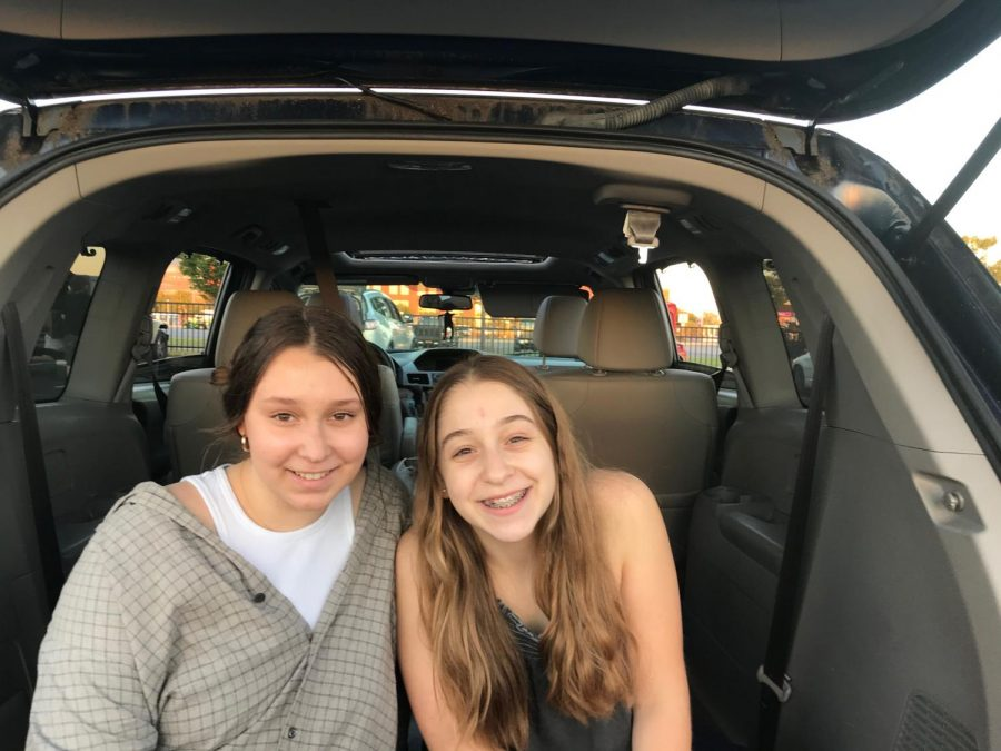 Carly Siegel '21 and Zoe Siegel '24